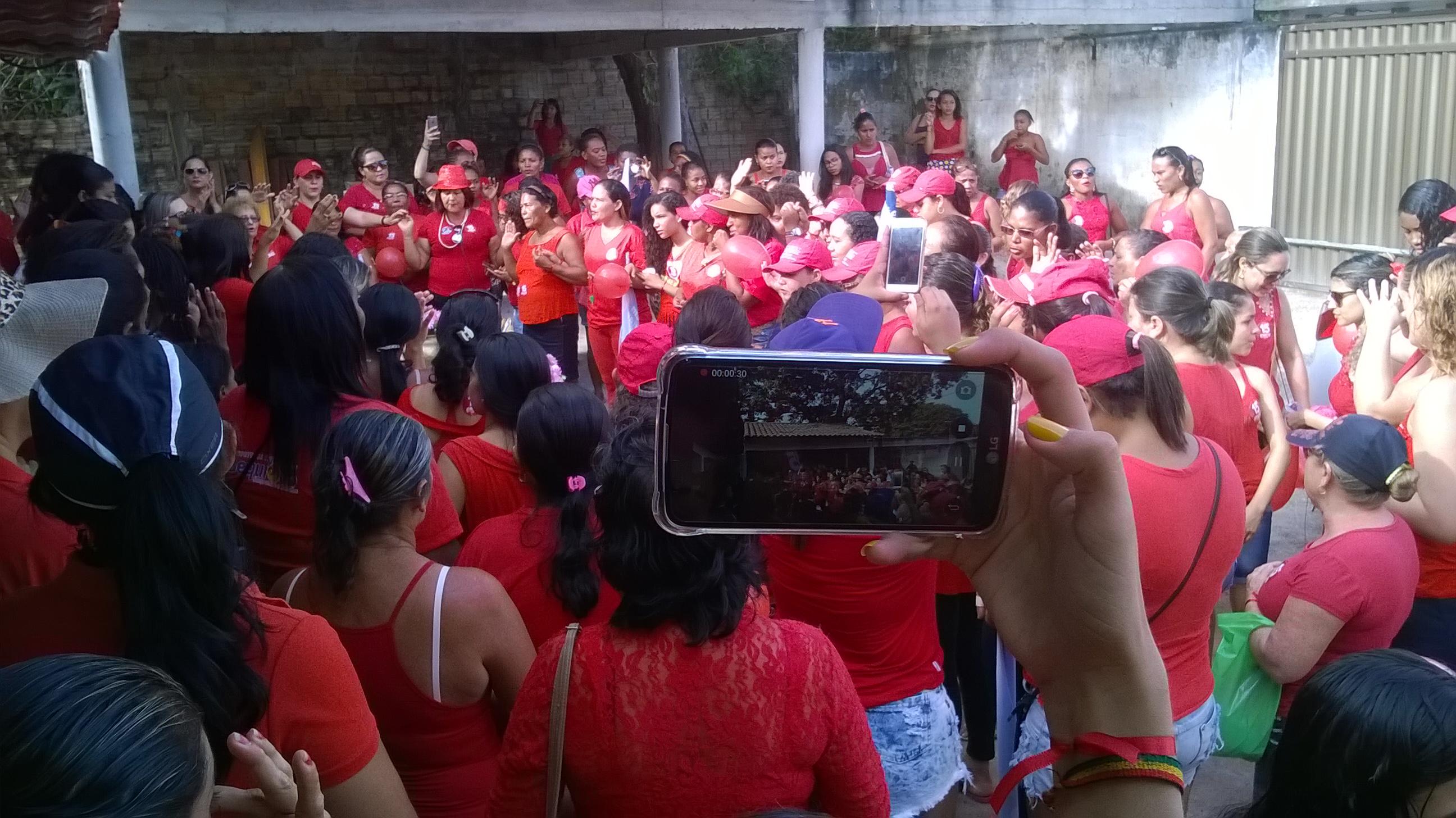 Photo of Em caminhada, mulheres declaram apoio à reeleição do prefeito Zé Martins