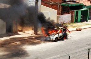 bom-incendio-carro-cemar-03