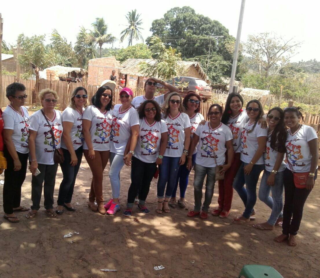 Photo of Grupo Damas de Vermelho distribui brinquedos em Bequimão para a criançada