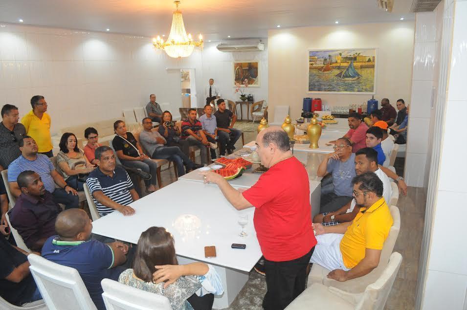 Photo of Astro reúne a imprensa, fala em parceria e anuncia concurso público