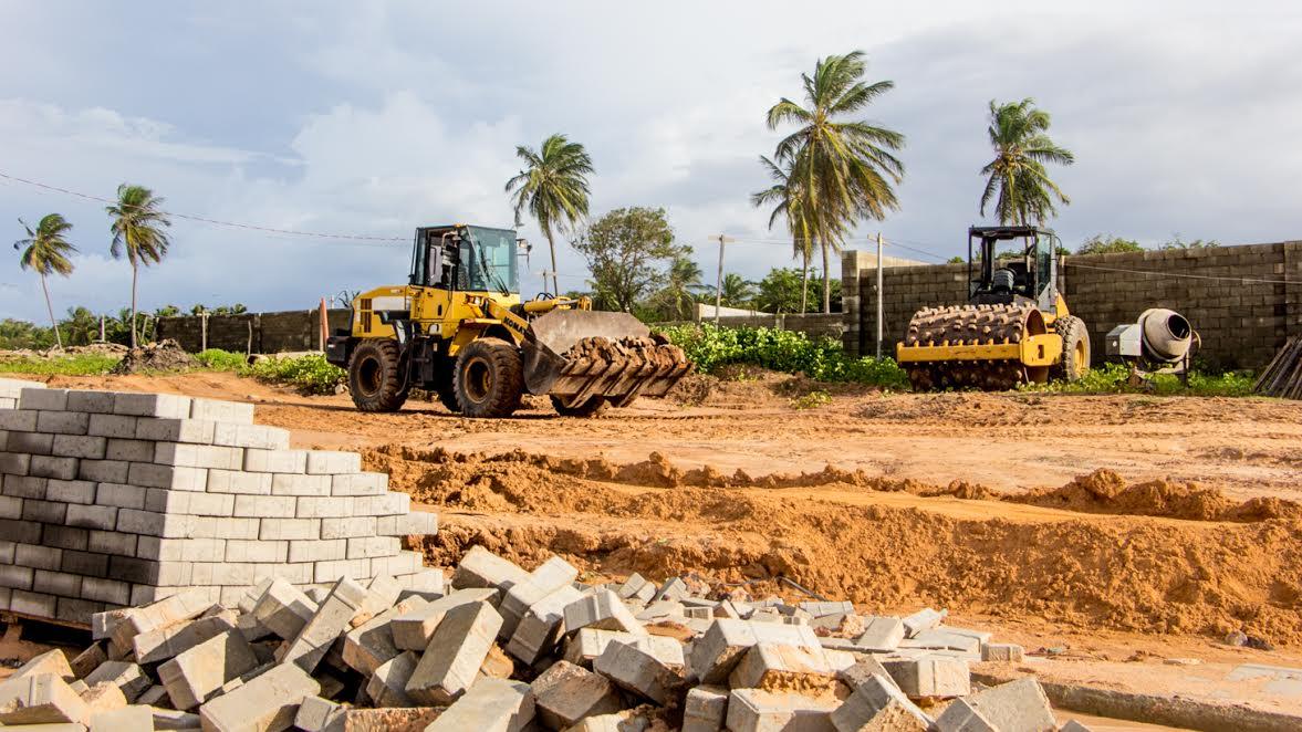 Photo of Prefeitura volta a embargar obra irregular em Panaquatira e aplica multa de R$ 1 milhão