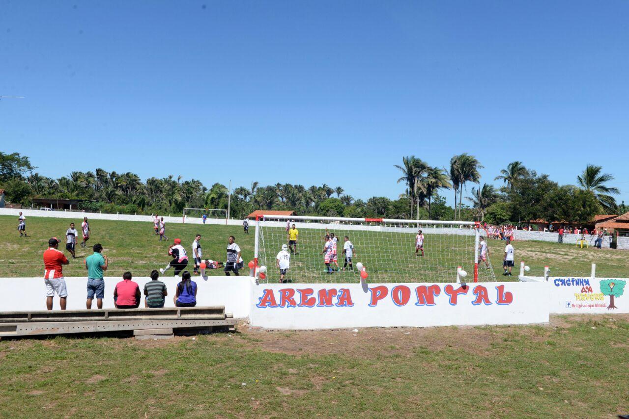Photo of Prefeito Zé Martins e vereador Valdenor Santana reinauguram campo de futebol em Pontal