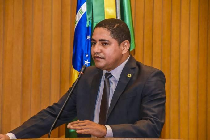 Photo of Zé Inácio homenageia  o ex-prefeito de Bequimão, Juca Martins, na Assembleia Legislativa