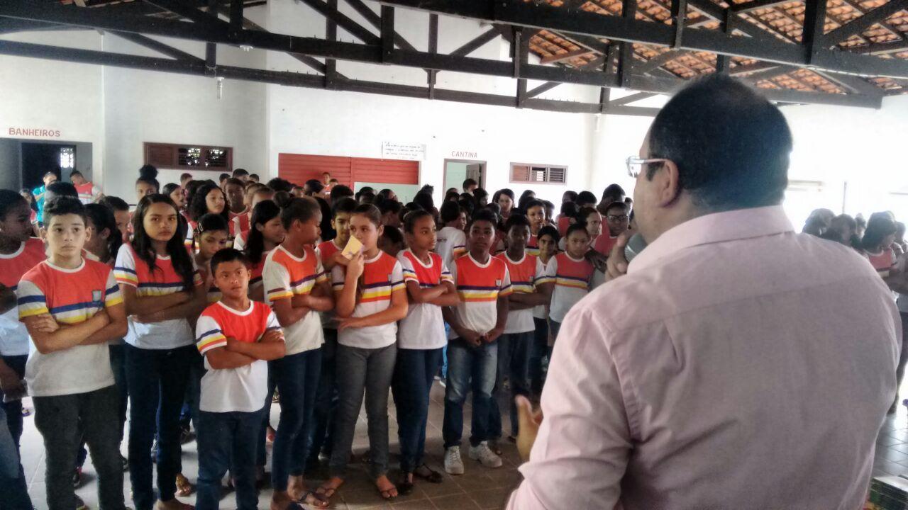 Photo of Secretarias de Saúde e Educação iniciaram prevenção a doenças em escolas de Bequimão
