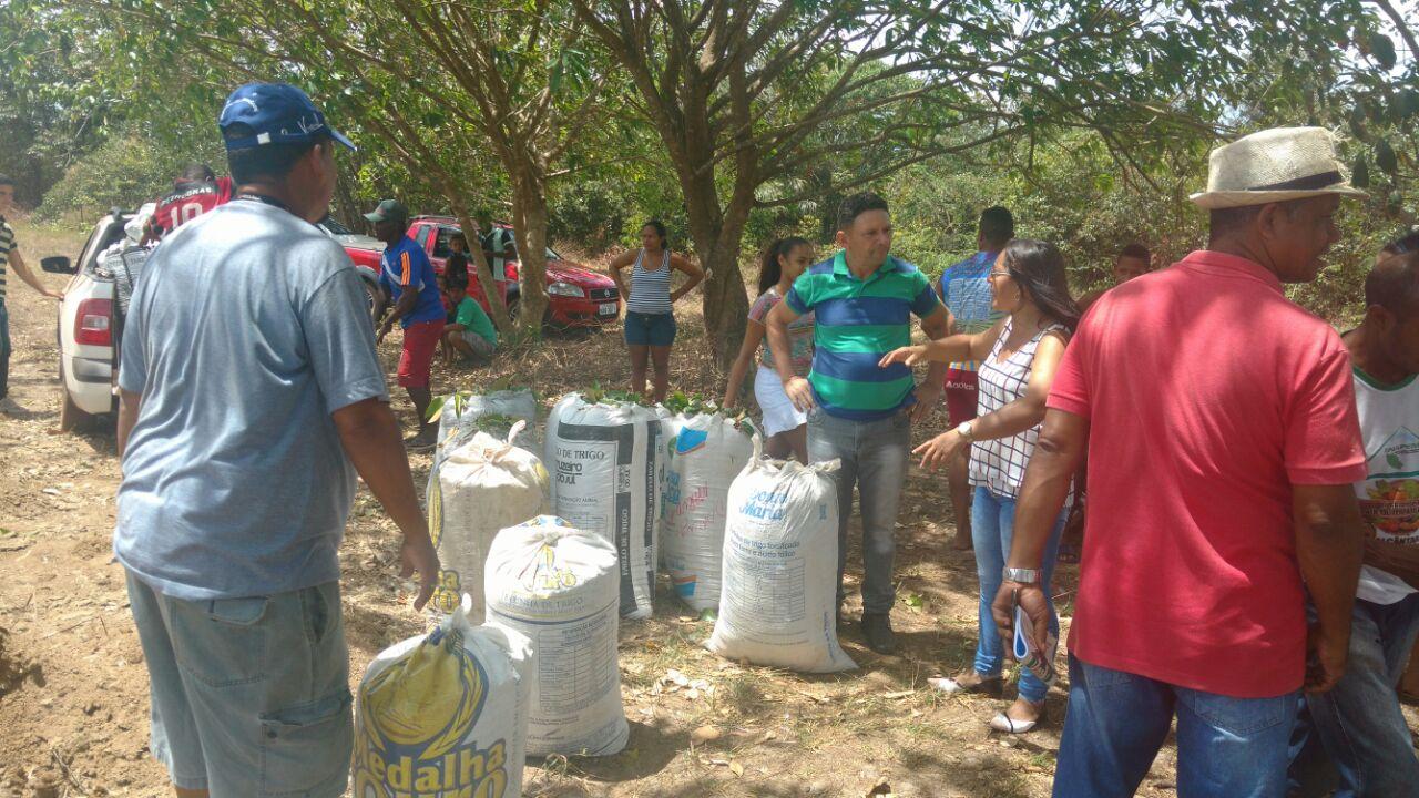 Photo of Agricultores de Alcântara recebem adubo no campo Agrícola da Comunidade Peru
