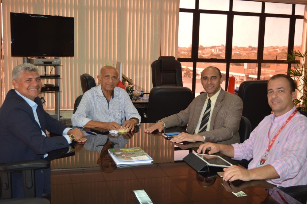 Photo of Prefeito Zé Martins articula parcerias para qualificação de mão de obra visando a construção da Ponte Bequimão/Central