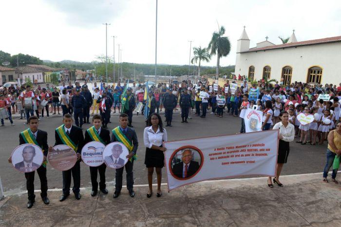 Photo of Desfile cívico de Bequimão é marcado por homenagens ao ex-prefeito Juca Martins