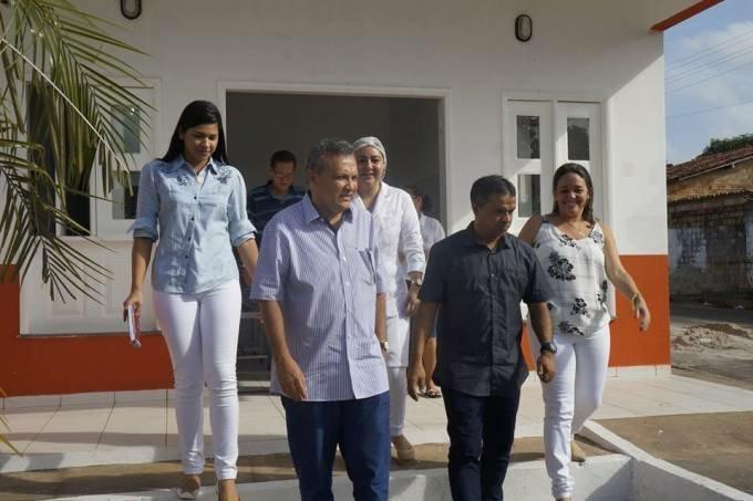 Photo of Prefeito Zezildo Almeida vistoria reformas em prédios públicos de Santa Helena