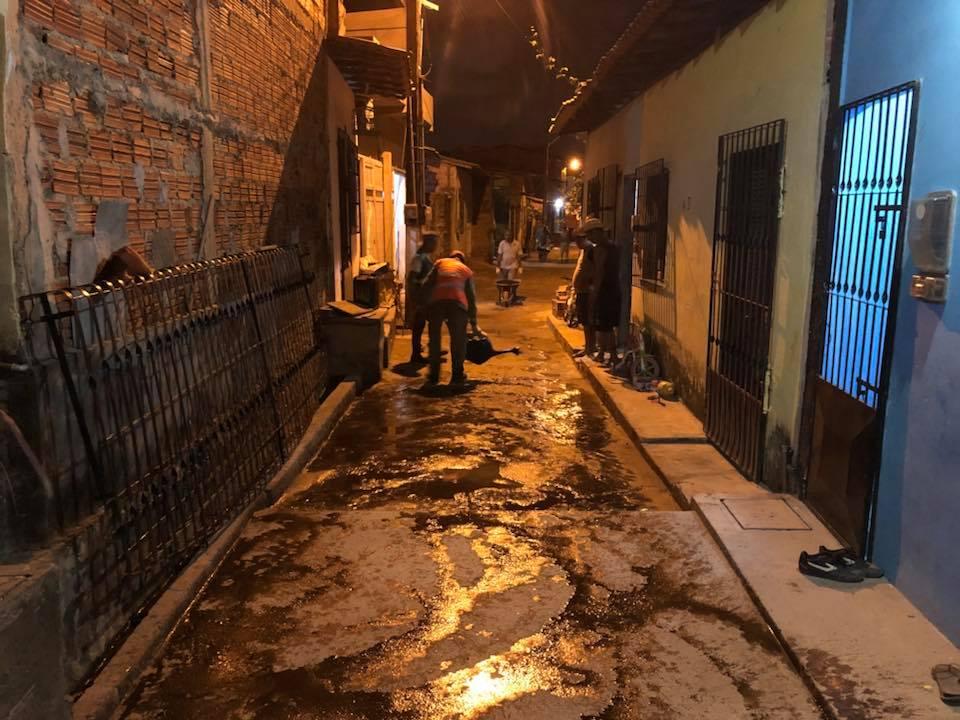 Photo of Vereador de São Luís grava vídeo na madrugada de sábado durante asfalto em rua da capital