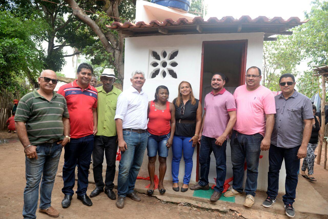 Photo of Prefeito Zé Martins inaugura 62 kits santitários na comunidade de Ramal de Quindiua