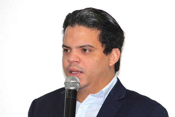 Photo of Luciano Genésio é um embrião da política pinheirense que deve ser abortado pela população antes da fecundação