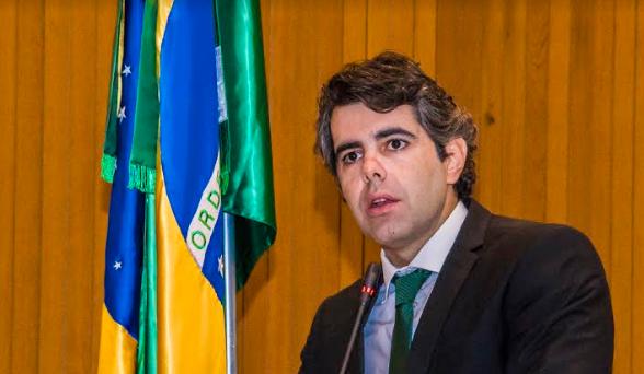 Photo of Adriano Sarney defende concursados de Amarante-MA