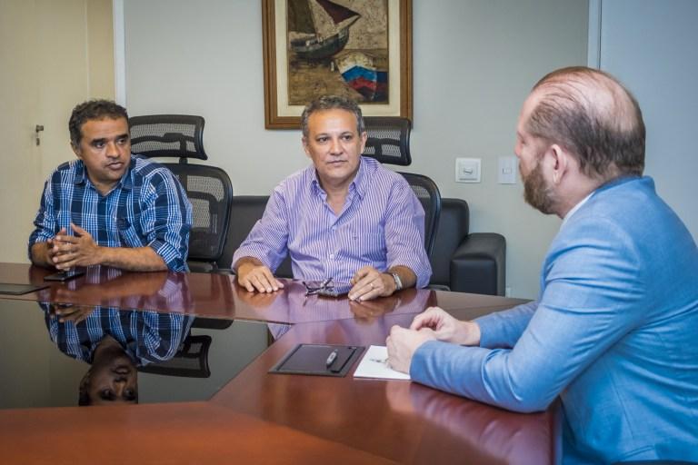 Photo of Othelino Neto recebe visita do prefeito de Santa Helena-MA