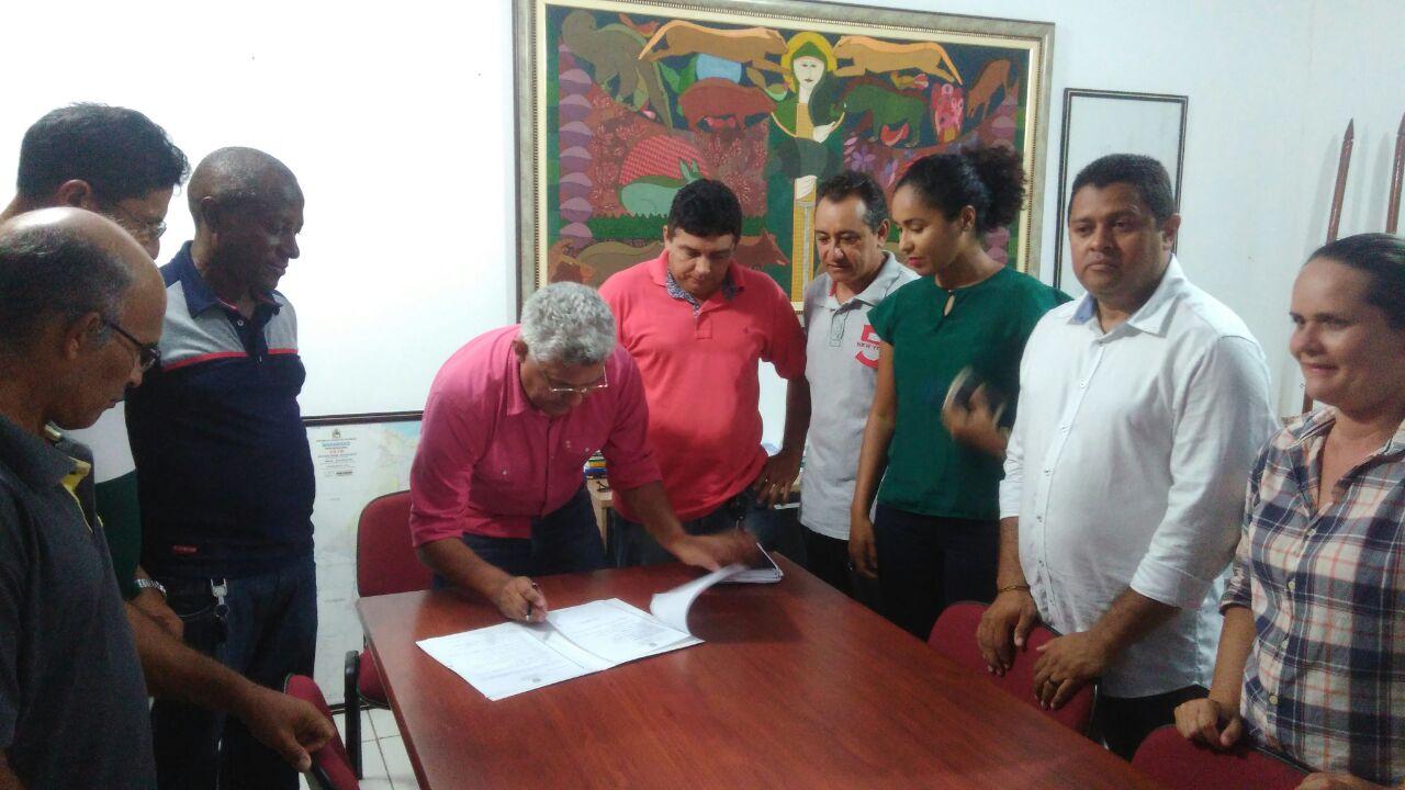 Photo of Prefeito Zé Martins assina Decreto  que designa os membros do Conselho Municipal de Meio Ambiente de Bequimão/MA