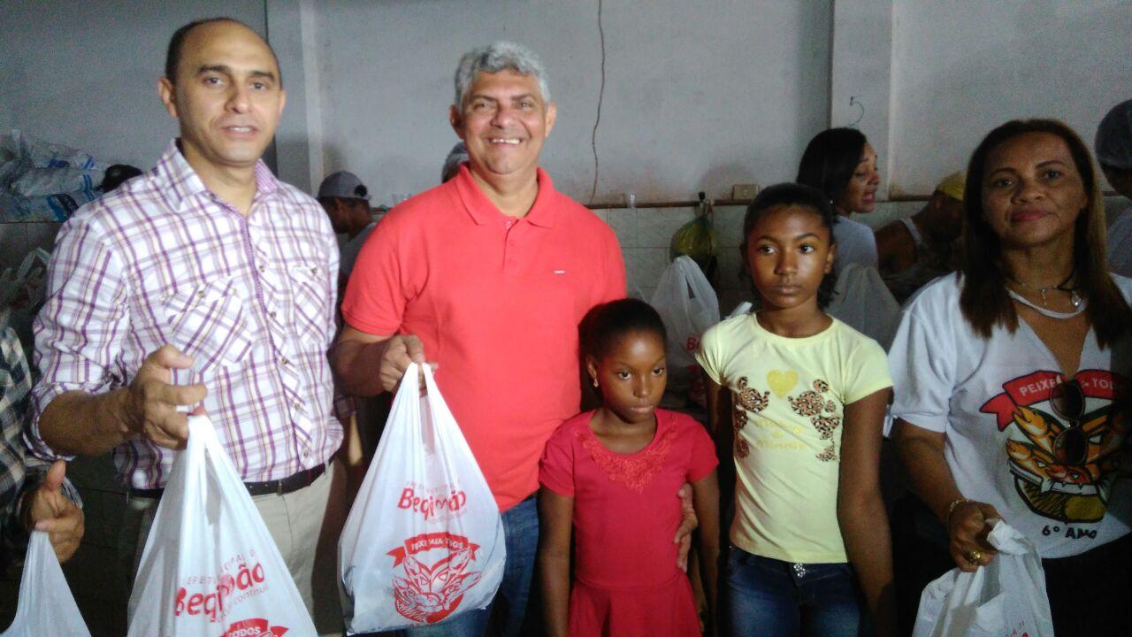 Photo of Prefeito Zé Martins mantém tradição e distribui 10 toneladas de pescados na Semana Santa