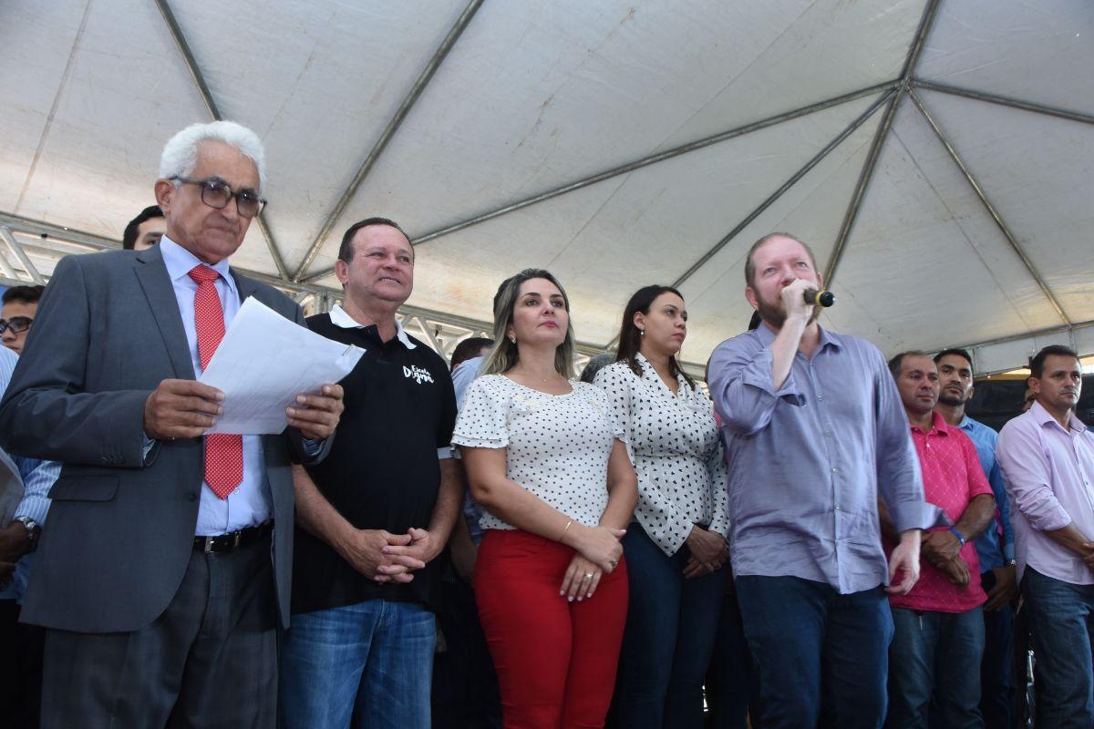 Photo of Othelino Neto acompanha governador em exercício durante inaugurações em Grajaú