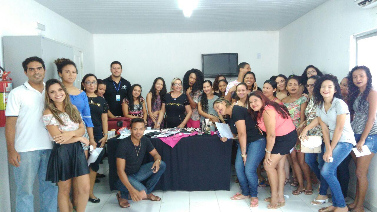 Photo of Sebrae e Prefeitura de Bequimão realizam Oficina de Auto Maquiagem em parceria com a Mary Kay