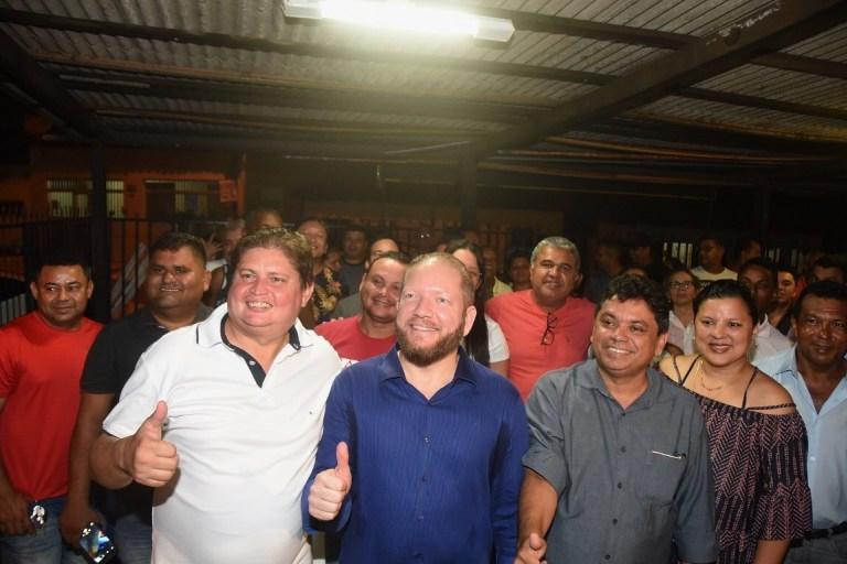 Photo of Marcelo Poeta apresenta Othelino Neto e Márcio Jerry a lideranças da região do Anil