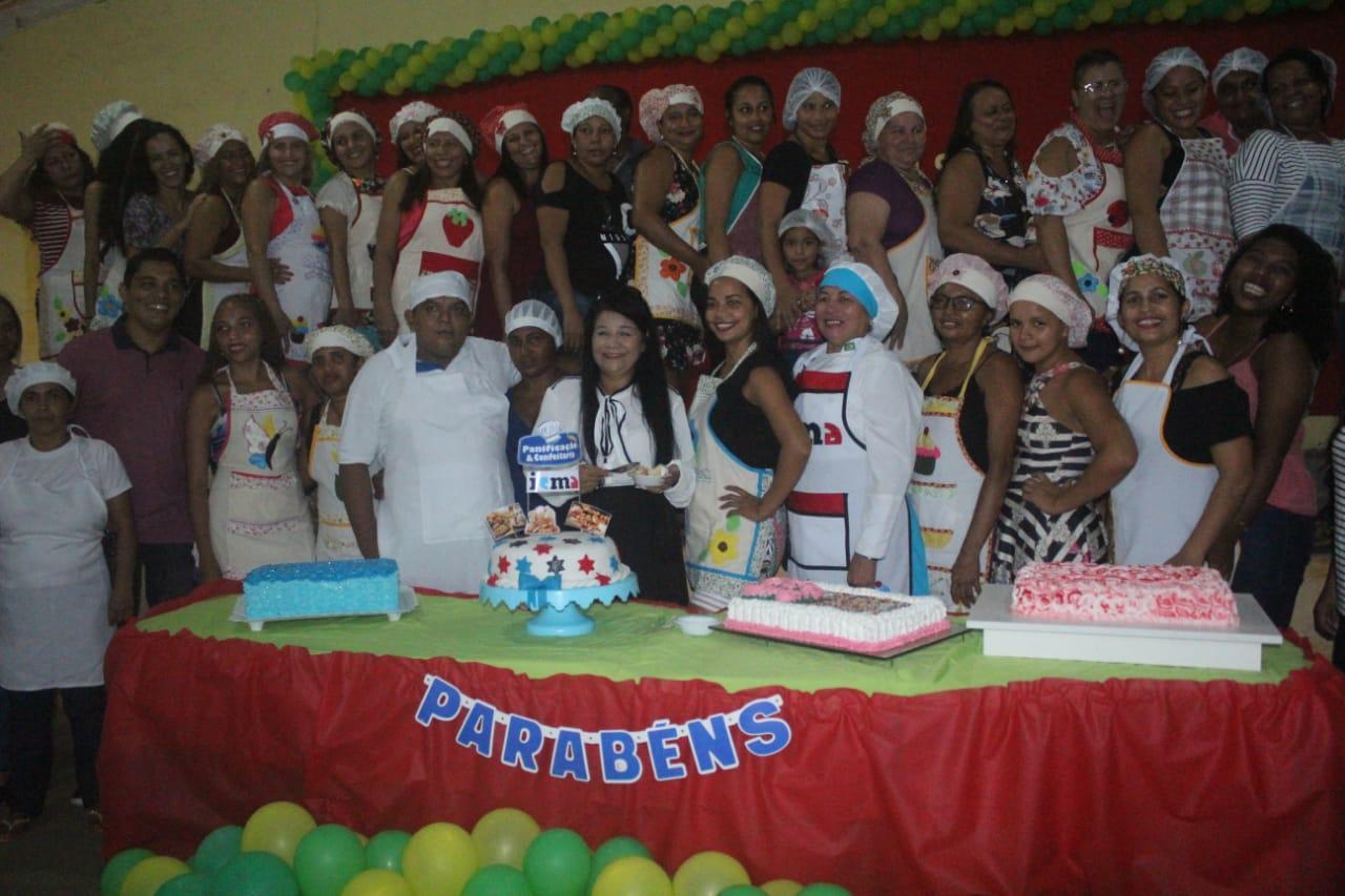 Photo of Vereadora Fátima Araújo reúne alunos de cursos de qualificação profissional