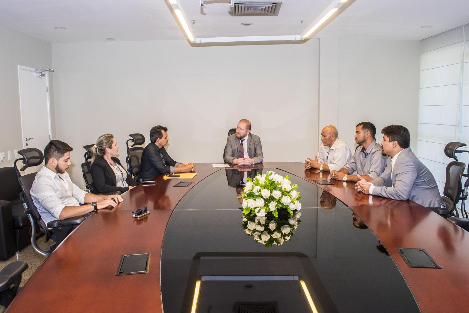 Photo of Presidente da Assembleia recebe comitiva de professores de Grajaú
