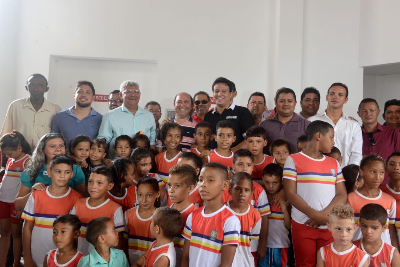 Photo of Prefeito Zé Martins e Secretário Felipe Camarão inauguram Escola Digna em Bequimão