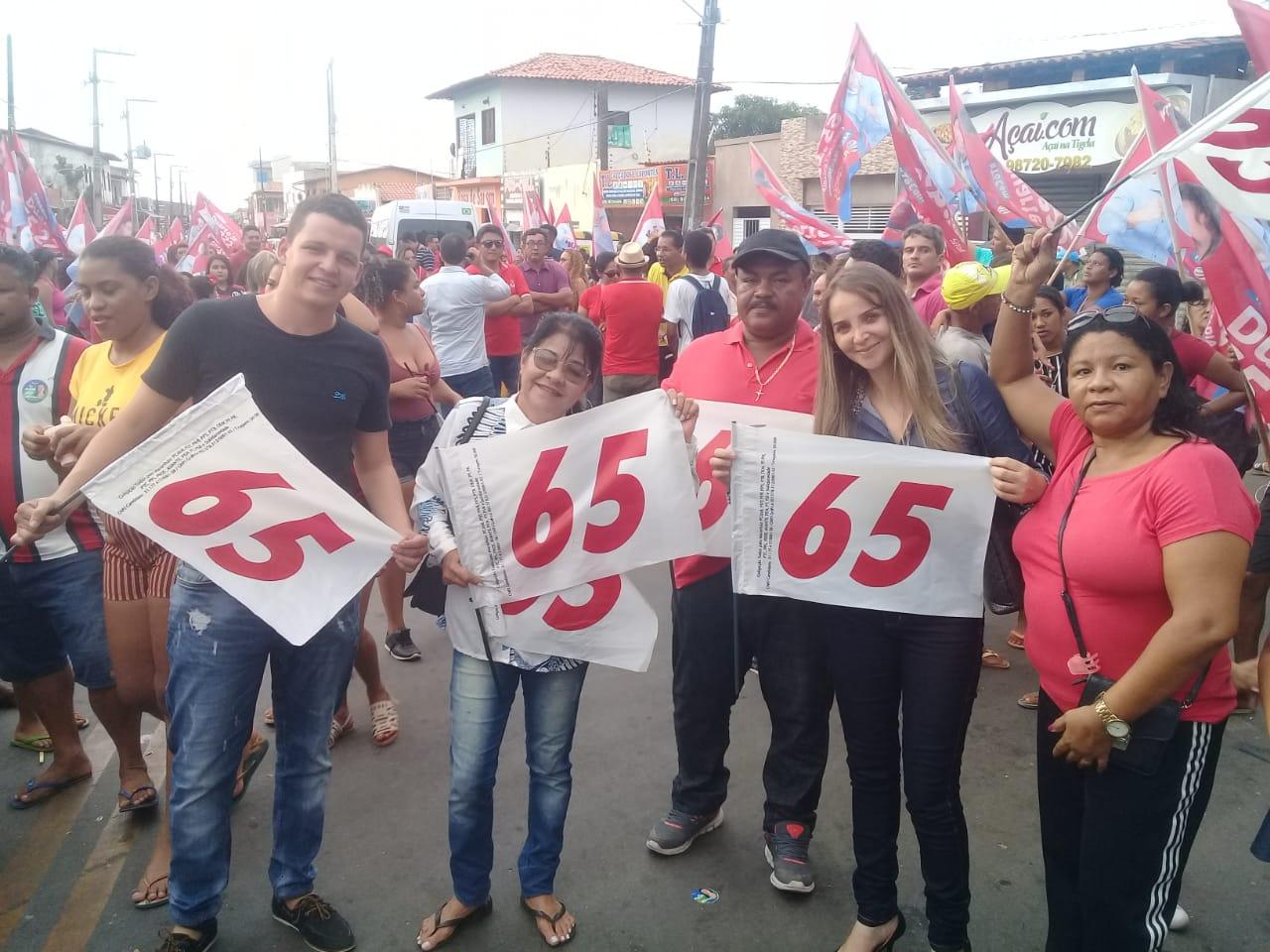 Photo of Vereadora Fátima Araújo participa de caminhada na Raposa com Flávio Dino