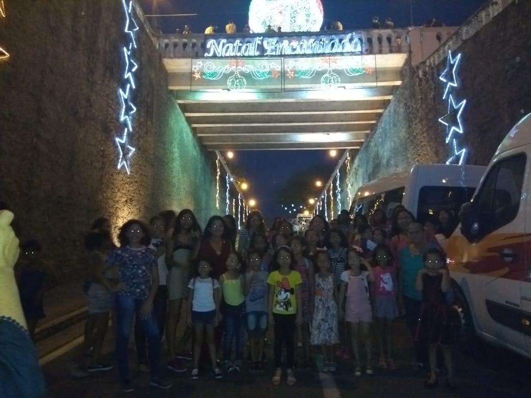Photo of Vereadora Fátima Araújo leva crianças do Projeto para conhecer a decoração natalina do Palácio dos Leões