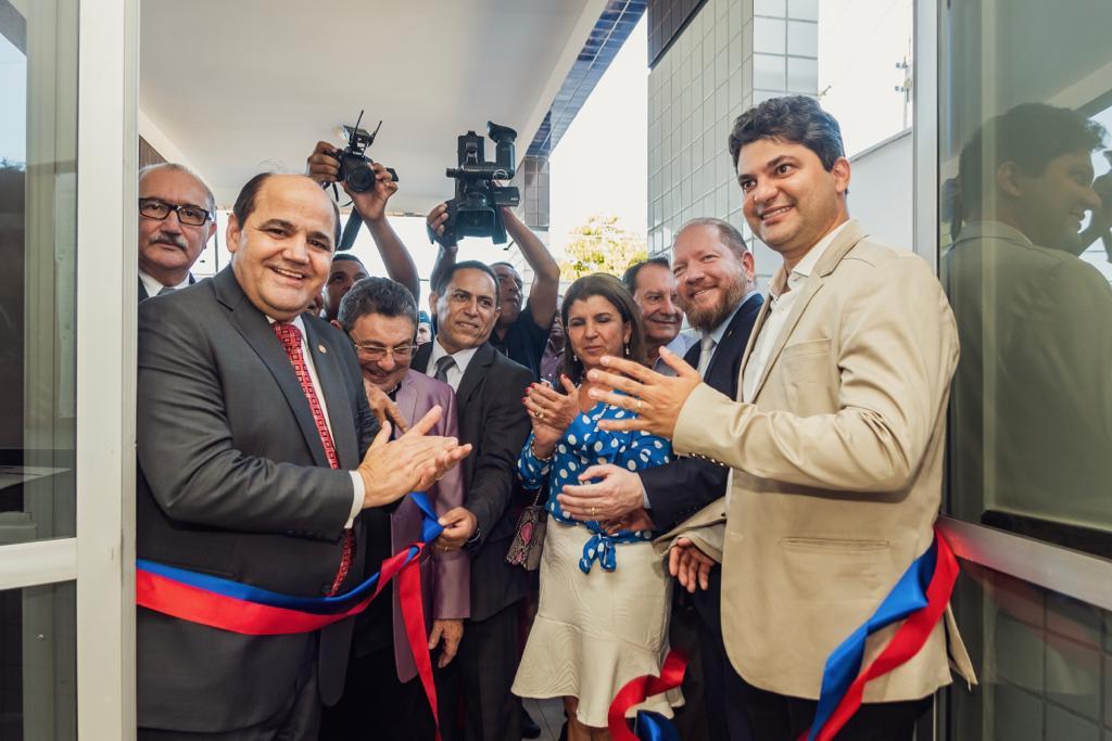 Photo of Othelino Neto participa da inauguração da nova sede do Ministério Público em Codó