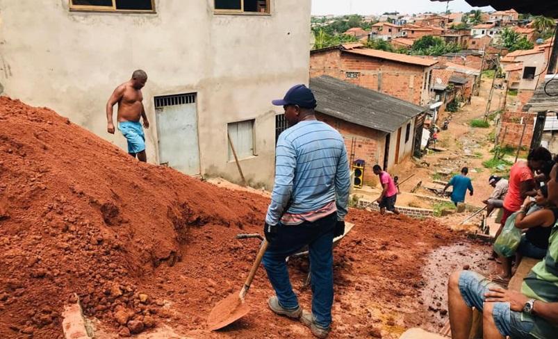 Photo of Vereadora Fátima Araújo recupera rua através de mutirão no Residencial João Alberto