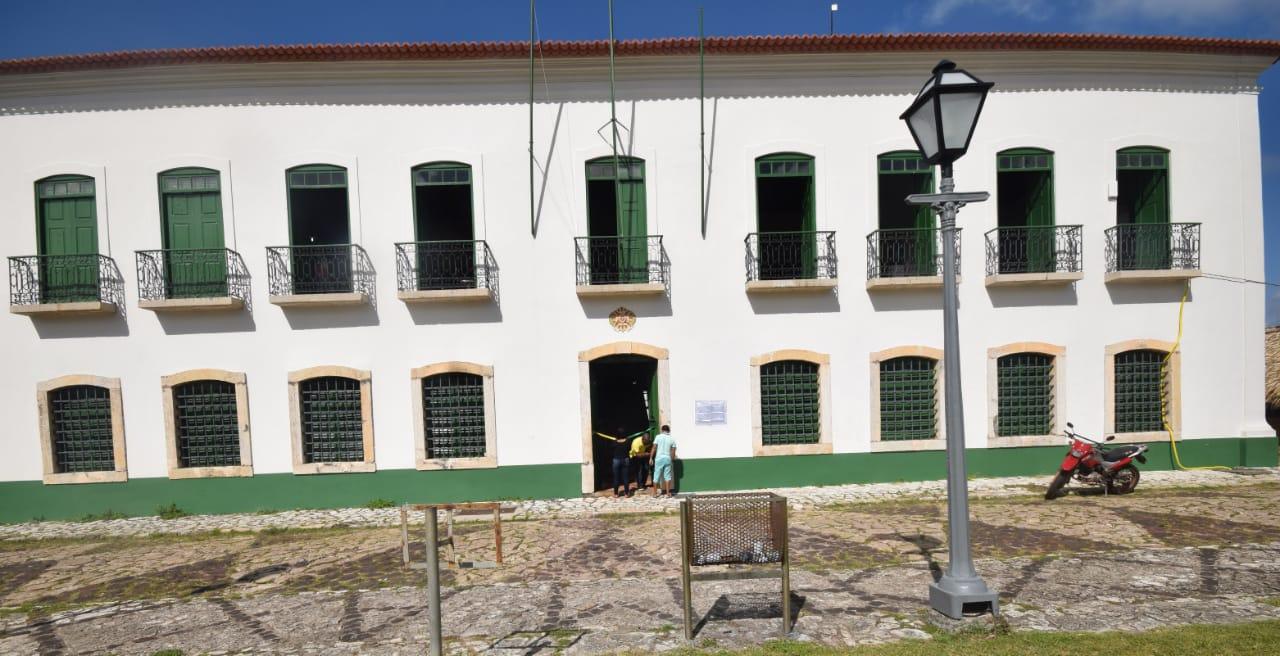 Photo of Prefeito de Alcântara reforma prédios públicos e entrega à população