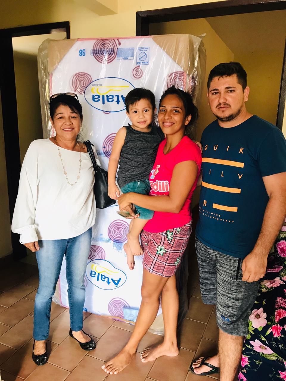 Photo of Fátima Araújo doa cama e cadeira de rodas para famílias carentes em São Luís