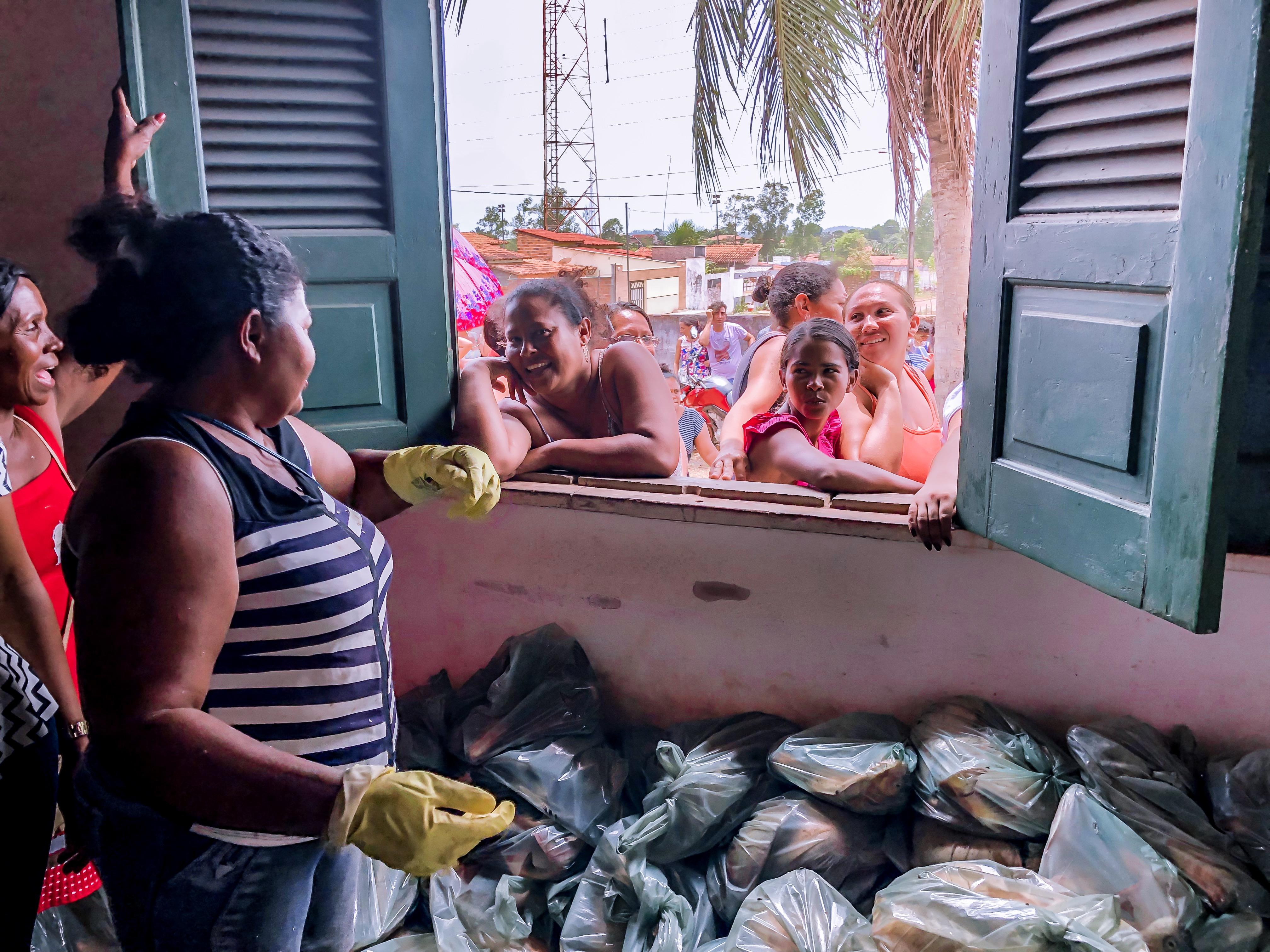 Photo of Prefeitura de Bequimão entrega cestas básicas a mais de 200 famílias carentes do município