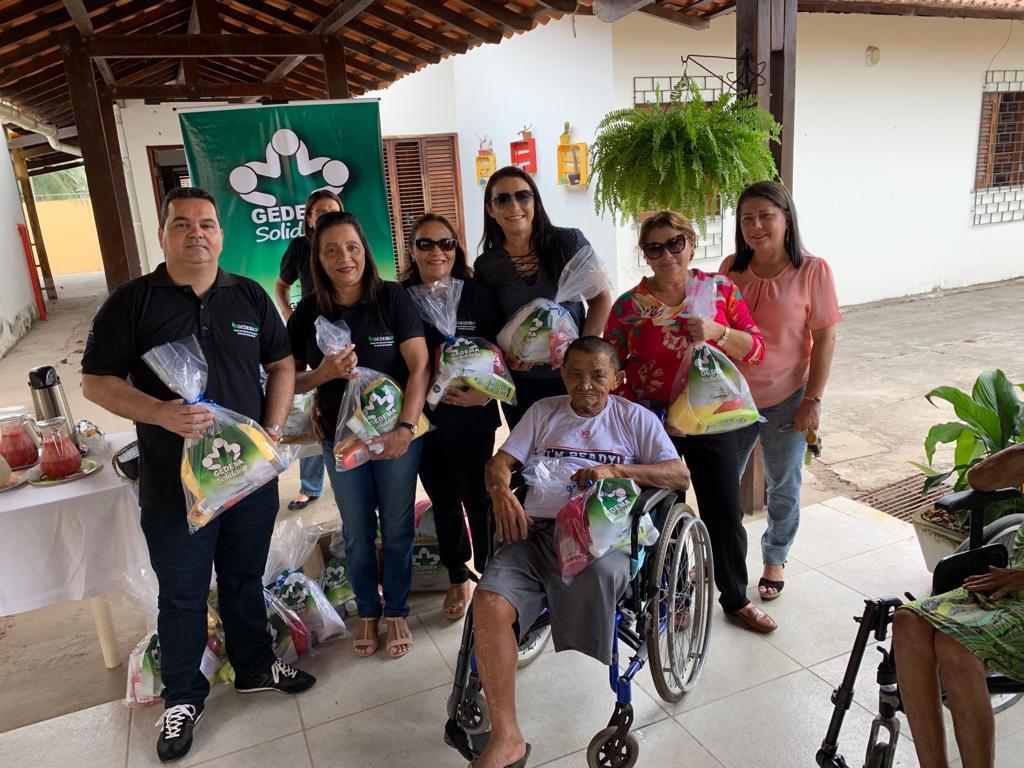 Foto de Gedema entrega kits de higiene pessoal a idosos do Solar do Outono e Asilo de Mendicidade
