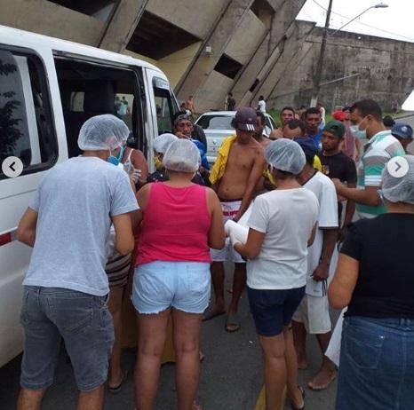 Photo of Vereadora Fátima Araújo entrega sopão na porta do Castelão e Socorrão II
