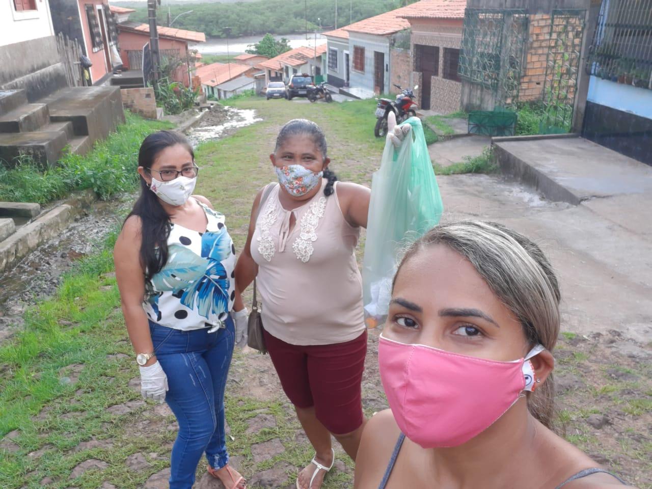 Foto de Prefeitura de Alcântara entrega máscaras e álcool em gel para mães e idosos