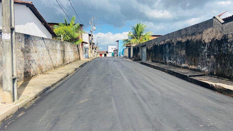 Photo of Semosp continua asfaltando ruas nos bairros Santo Antônio e Pirapora após solicitação da vereadora Fátima Araújo