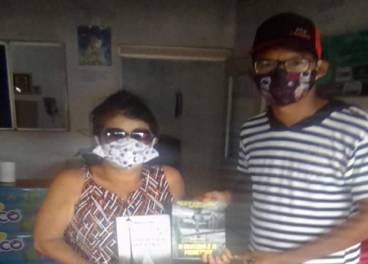 Photo of Vereadora Fátima Araújo recebe livros de presente de Escritor Maranhense