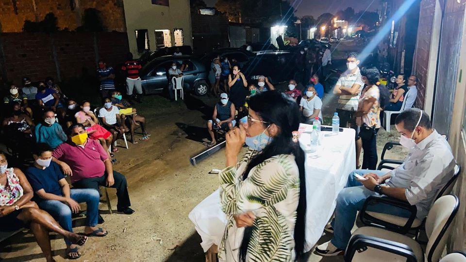 Photo of Fátima Araújo participa de reunião com moradores do Residencial Santos Dumont