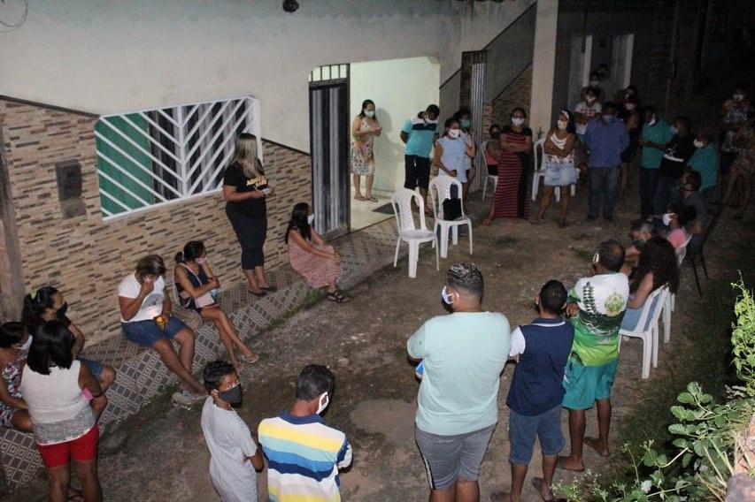 Photo of Vereadora Fátima Araújo se reúne com moradores do Codozinho, na região do São Cristóvão