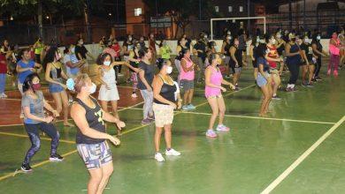 Photo of Nesta segunda-feira (3) foram retomadas as aulas de Zumba na Praça do João de Deus