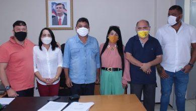 Foto de Vereadora Fátima Araújo reúne com secretários municipais e estaduais