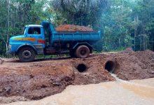 Foto de Prefeito João Martins recupera estrada na divisa entre Alcântara e Bequimão