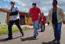 Foto de Prefeito João Martins vistoria pavimentação asfáltica na sede de Bequimão