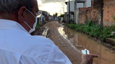 Foto de A pedido de moradores do São Cristóvão, Francisco Chaguinhas vistoria serviço de drenagem profunda
